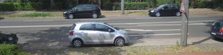 Mittiger gings auch kaum noch: die Parklücke für Blinde