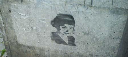 Amelie an der Wand in Bremen