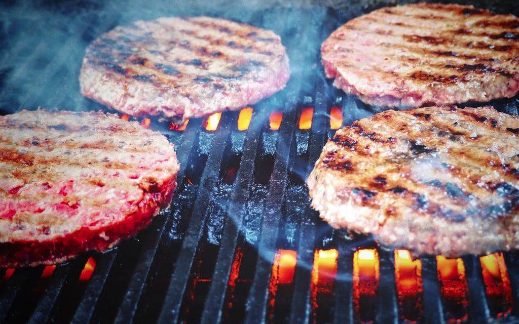 Burger-Grillen beim BBQ